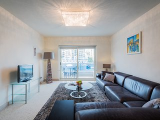 4054. SPINOLA BAY - 2BR FLAT WITH BALCONY AND SEA VIEWS!