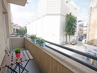 Huge 4 Bdr with Balconies - Few Steps from Beach