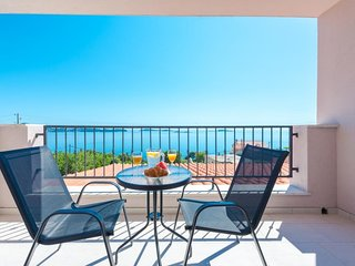 Apartments Villa Made 4U - Comfort One Bedroom Apartment with Balcony and Sea