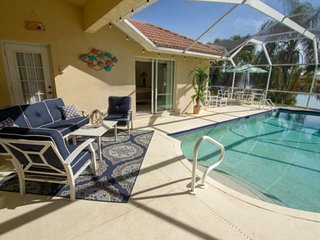 Briarwood Pool Home-Great Lake View, 2 King Suites, Expansive Outdoor Entertaini