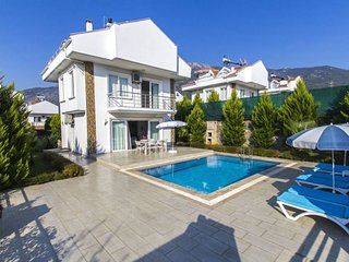 Villa with Private Pool for 6 People in Oludeniz