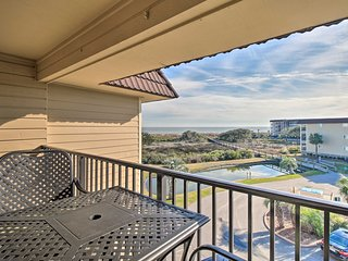 Hilton Head Condo w/Balcony & Pool- Steps to Beach