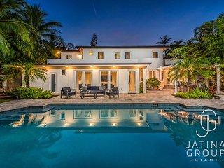6 Bedroom Villa with Pool, Basketball, Billiard, MUST SEEN!