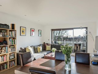 Contemporary 2Bed/2Bath apt, 20min to King's Cross