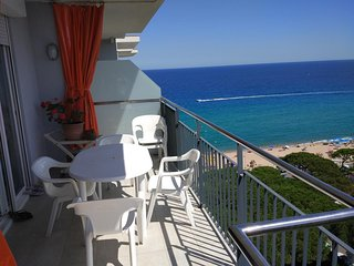 Spacious apartment a short walk away (99 m) from the 'Playa de S'Abanell' in Bla