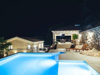 Spacious villa in Glavina Gornja with Parking, Internet, Washing machine, Air co