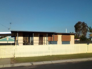 BONEANZA Pet Friendly Holiday House
