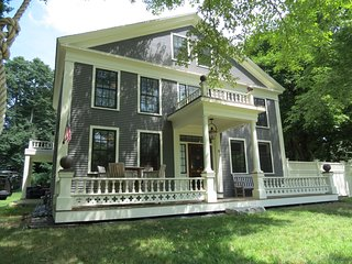 Updated Orleans Sea Captain's Home, Walk to Town and Town Cove; 094-O