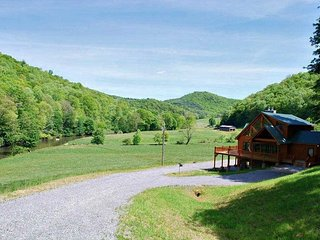 My River Time-Upscale Riverfront Cabin near Boone, Wood Fireplace, Pet Friendly,