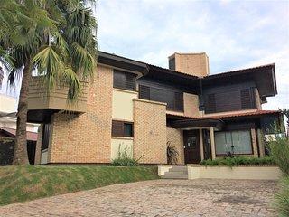 Casa Alto Padrao p/ 14 hospedes c/ Piscina e Jacuzzi FLN-JUR-0003