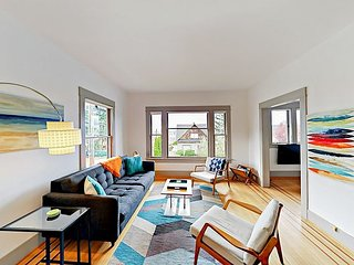 Contemporary 2BR Queen Anne Home with Vintage Charm & Olympic Mountain Views