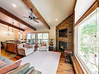 Great Rates -Amazing Views- Snowmass Village 2BR w/ Pool & Hot Tub