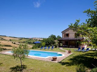 Idyllic villa & Pool Walk to Piagge 20 min sea