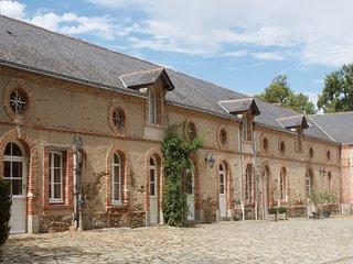Belle maison de campagne avec 5 chambres et piscine chauffee. Vallee de la Loire