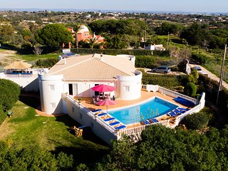 Luxury 5 Bedroom Villa With Heated Pool & Games Room, 5 Minutes From Beaches