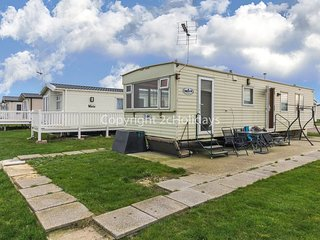 8 berth caravan with double glazing and field views. At Martello Beach. 29037B