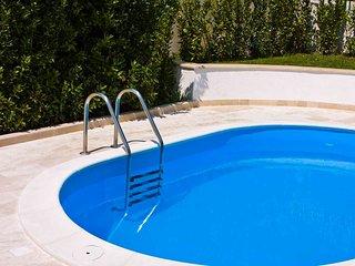 Villa Zizzi pretty air conditioned villa with a garden & pool