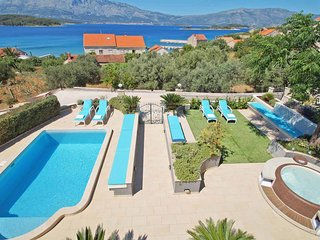 Villa with pool seaview and garden 50 metres from a sandy beach family freindly