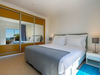 Salema Apartment Sleeps 7 with Pool and WiFi - 5748023