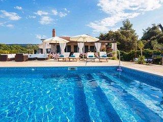 Pool and garden a few metres to a pebble beach, 2 bed 1 bathroom Summer Villa