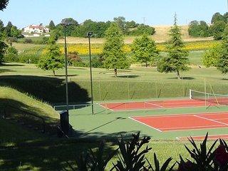 Hillside Gite.Panoramic views. Golf & tennis
