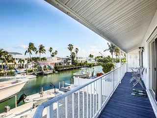 Angler's Paradise 2bed/2bath updated half duplex with dockage