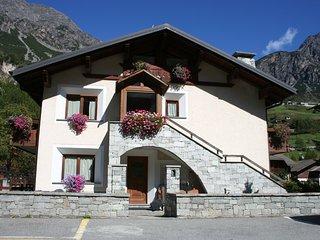 cozy flat on Alps facing ski area
