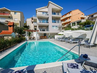 Endless Summer Apartments-(unit A6 upper floor)