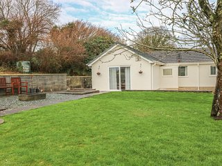 BROADFORD FARM BUNGALOW, charming retreat, near Kidwelly