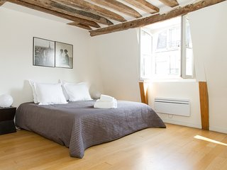 017. IN THE HEART OF ST GERMAIN DES PRES -SPACIOUS 3BR TRIPLEX CLOSE TO LA SEINE