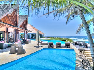 Private Vacation Villa Overlooking Beach and Sea with Room for 14!