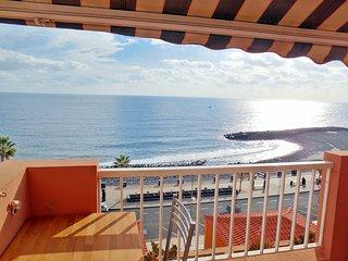 Sea front, NEW, sunny, community pool, wifi, stylish