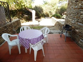 1 bedroom Apartment with Walk to Beach & Shops - 5310434