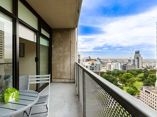 Spacious 2Bed 1Bath apartment close to Queen Vic Market