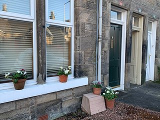 Kirkcaldy, ground  floor flat. Close to station/beach/parks. Pets welcome too.