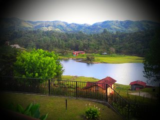 Lake View Villa. Close to Guatape Town