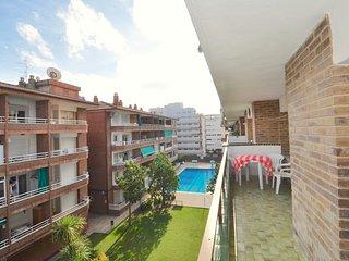Cozy apartment a short walk away (388 m) from the 'Platja de Fenals' in Lloret d