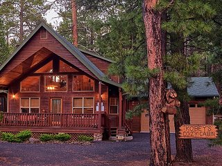 COMFY MOUNTAIN CABIN - FULL OF AMENITIES - CENTRALLY LOCATED - SLEEPS 7-12
