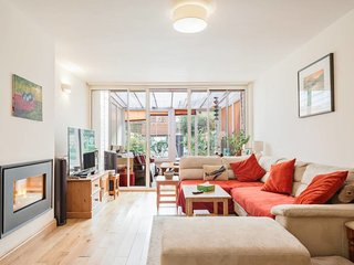 Homey 3Bed House w/Garden 5mins fr Tube