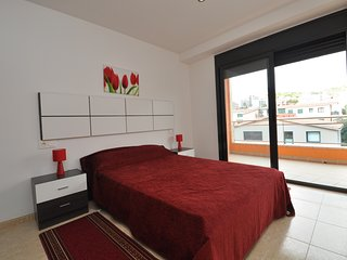 Cozy apartment a short walk away (309 m) from the 'Platja Sa Caleta' in Lloret d