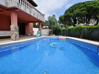 Cozy house a short walk away (452 m) from the 'Platja Canyelles' in Lloret de Ma