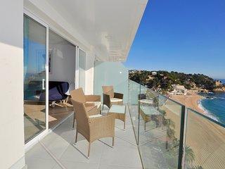 Cozy apartment a short walk away (434 m) from the 'Platja Sa Caleta' in Lloret d