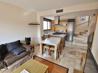 Cozy apartment a short walk away (409 m) from the 'Platja de Lloret' in Lloret d