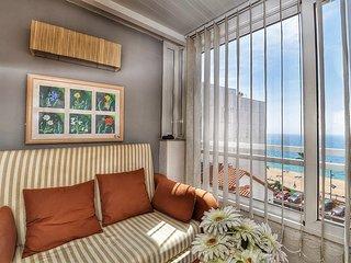 Cozy apartment a short walk away (424 m) from the 'Platja Sa Caleta' in Lloret d