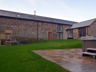 60490 Barn situated in Widemouth Bay (10mls SE)