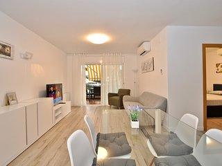 Cozy apartment a short walk away (171 m) from the 'Platja de Lloret' in Lloret d