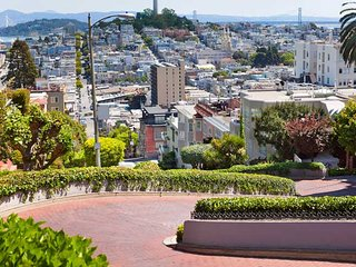 1 BEDROOM WITH MODERN DECORE ON LOMBARD ST IN MARINA