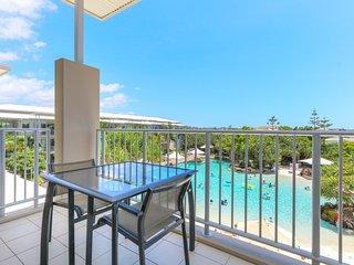Pool View Apartment 5306