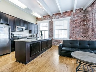 Gorgeous Condo 1 Minute Walk to French Quarter and Bourbon St