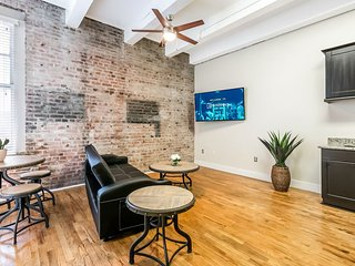 Gorgeous 1BR Condo Steps from French Quarter
